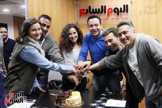 مصطفى قمر وشيرى عادل مع الزملاء بقسم الفن