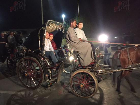 الرئيس السيسى فى جولة بالحنطور بشوارع أسوان