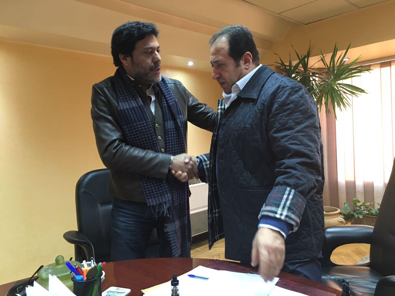 عبد الخالق والمخرج شوقى المجرى بعد توقيع العقود