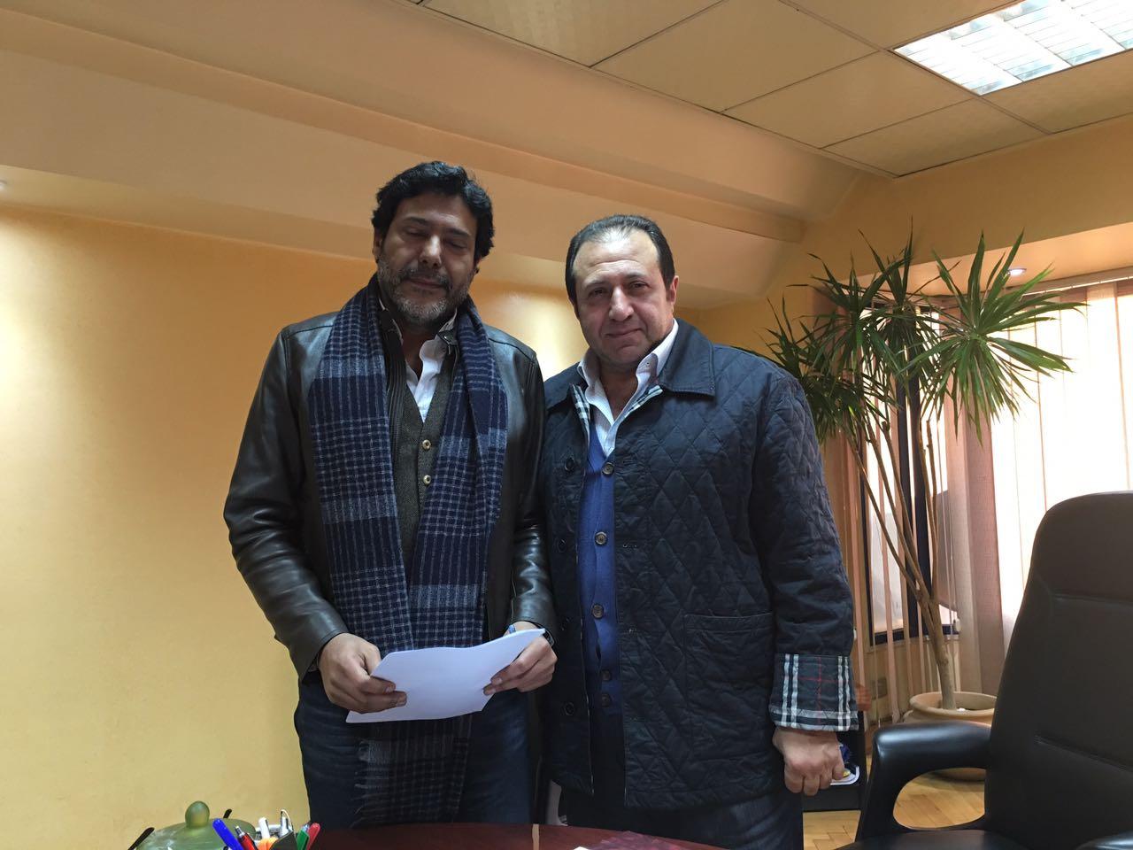 المنتج هشام عبد الخالق والمخرج شوقى الماجرى بعد توقيع العقود