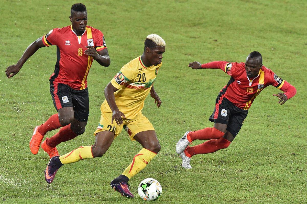 جانب من مباراة مالي واوغندا