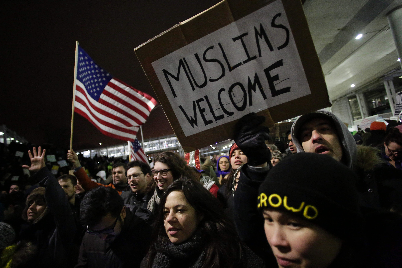 متظاهرون ضد قرار ترامب