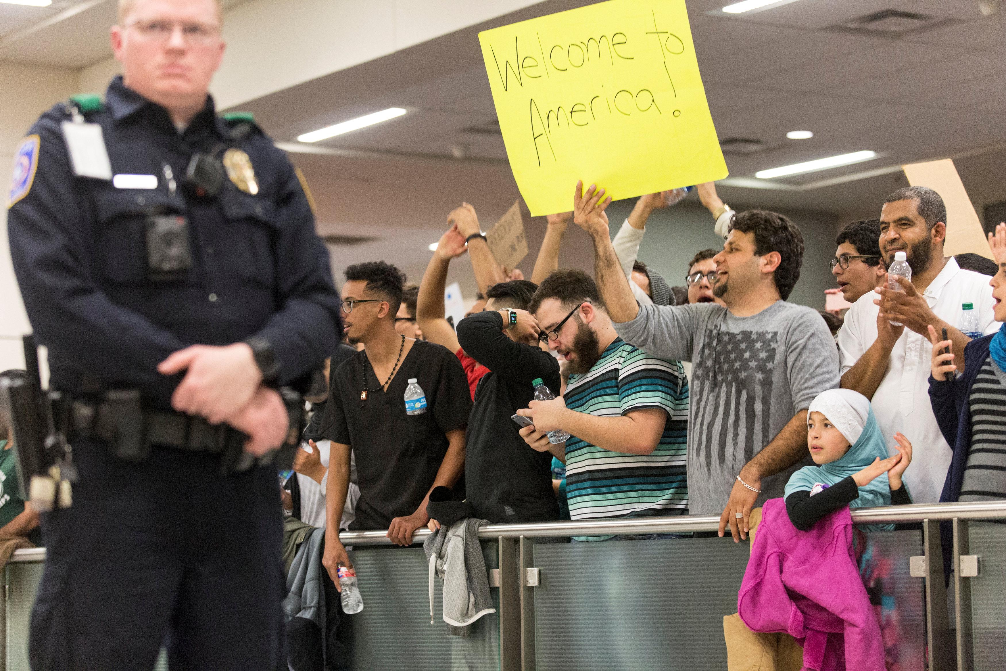 مظاهرات ضد قرار ترامب بشأن المهاجرين