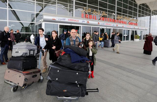 عراقيون يغادرون المطار بعد رفض سفرهم (2)