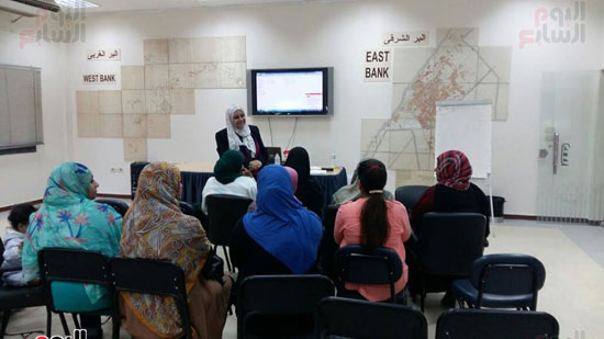 جانب من تدريب العاملين بالمكتبة وتطوير مهاراتهم
