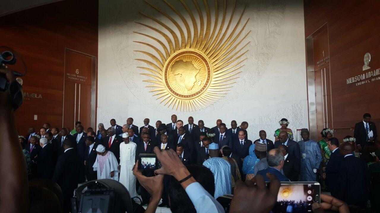 4 السيسي والقادة الأفارقة يلتقطون صورا تذكارية بمقر الاتحاد الأفريقي قبيل الجلسة الافتتاحية للقمة