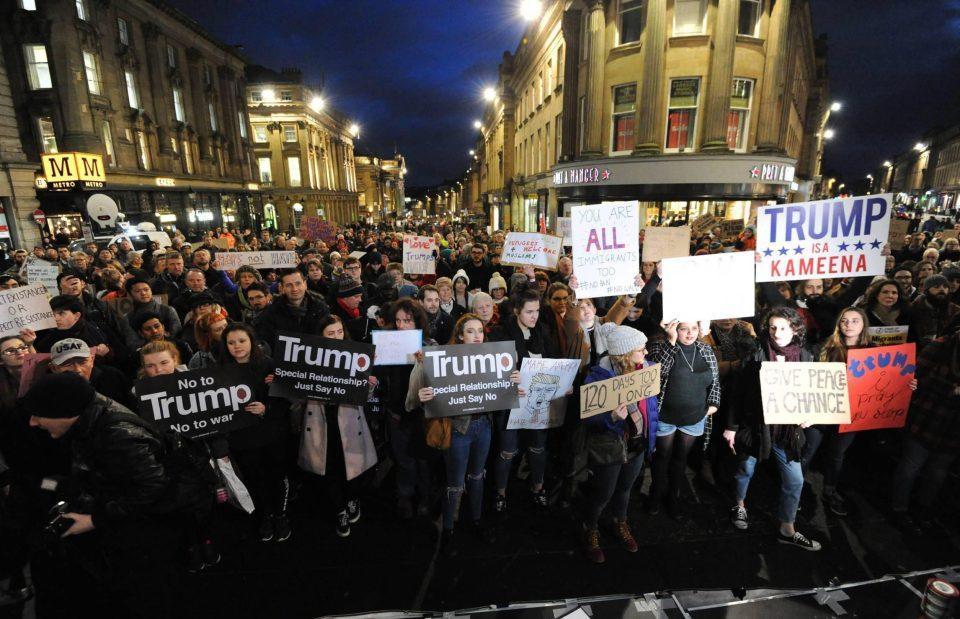 جانب من مظاهرات بريطانيا مساء اليوم
