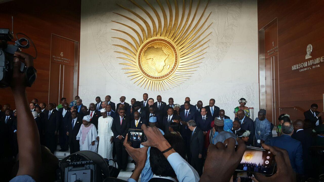 1 السيسي والقادة الأفارقة يلتقطون صورا تذكارية بمقر الاتحاد الأفريقي قبيل الجلسة الافتتاحية للقمة