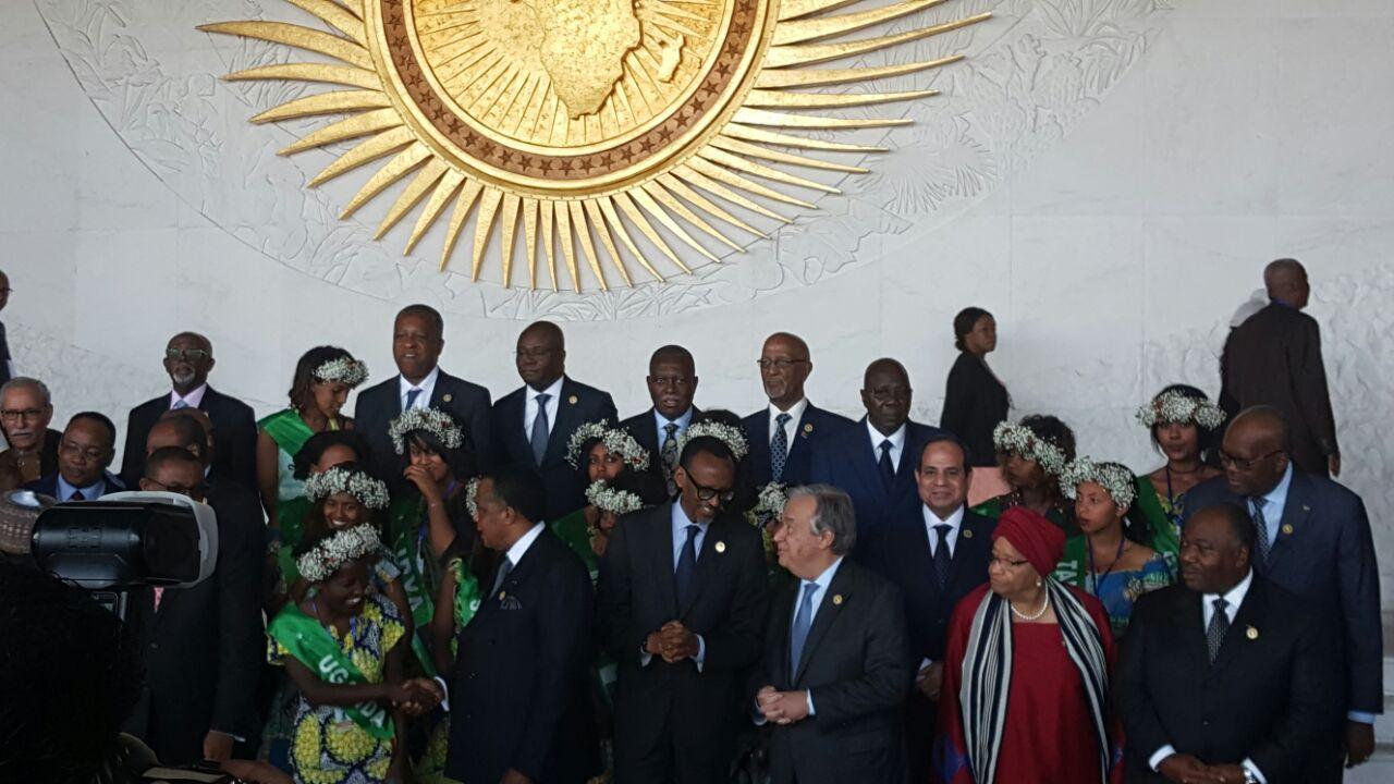 3 السيسي والقادة الأفارقة يلتقطون صورا تذكارية بمقر الاتحاد الأفريقي قبيل الجلسة الافتتاحية للقمة