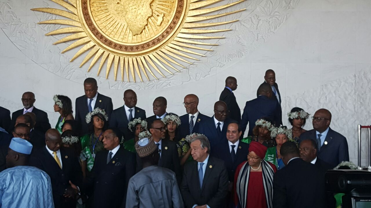 2 السيسي والقادة الأفارقة يلتقطون صورا تذكارية بمقر الاتحاد الأفريقي قبيل الجلسة الافتتاحية للقمة