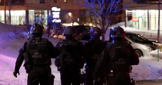 الفرق الخاصة تنتشر بمحيط المسجد عقب الهجوم المسلح
