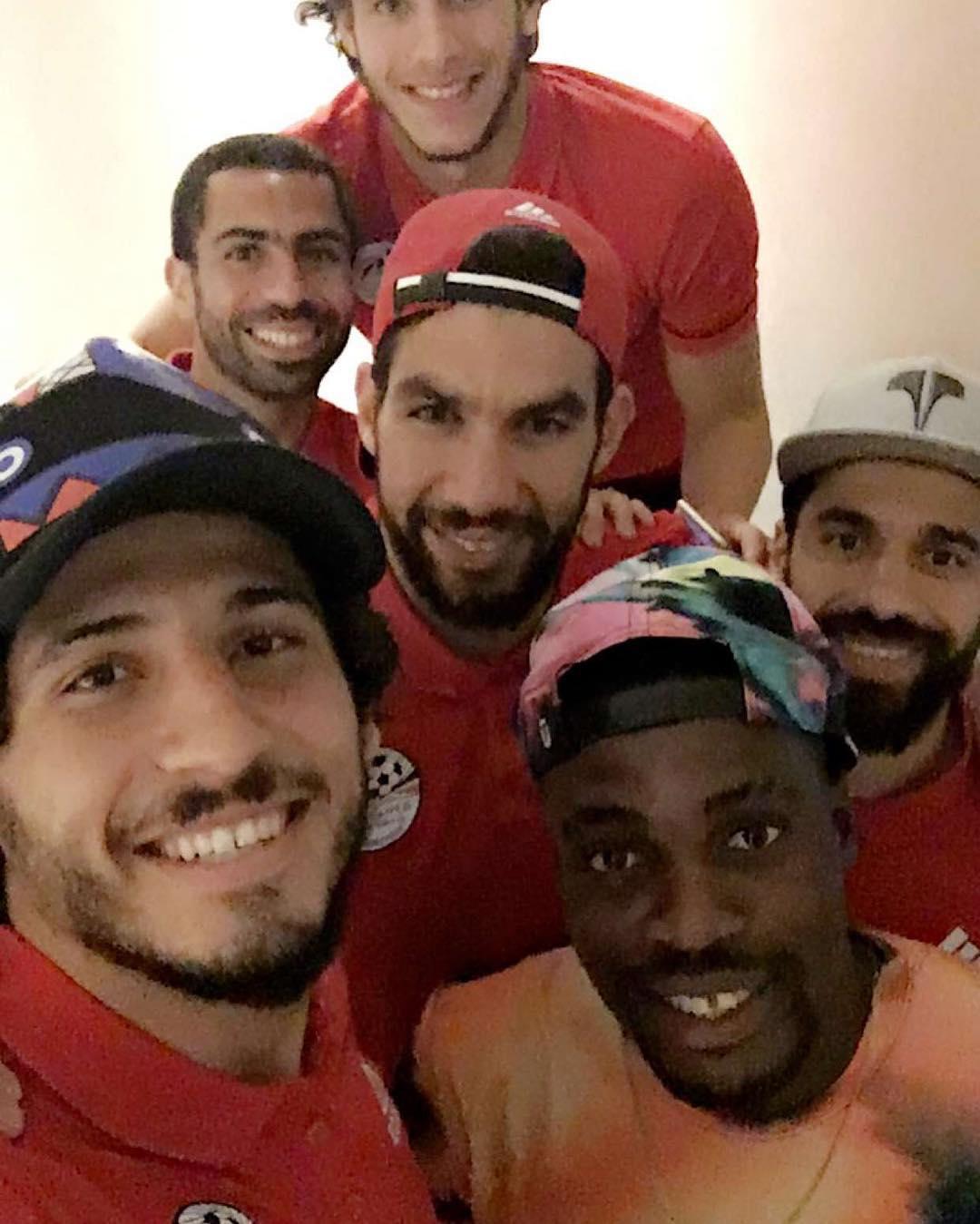 إيفونا مع لاعبى المنتخب المصرى