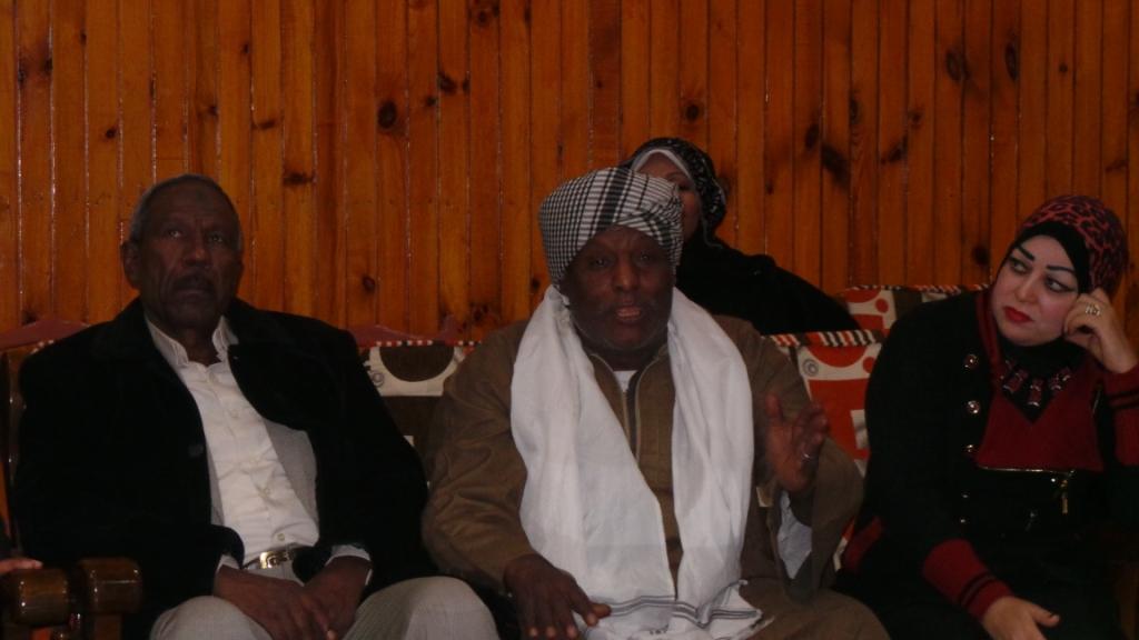 أحد المشاركين أثناء عرض مقترحاته