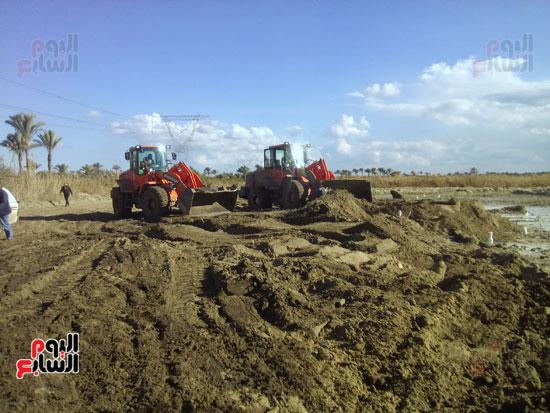 بدء العمل فى موقع مصنع الرمال السوداء.