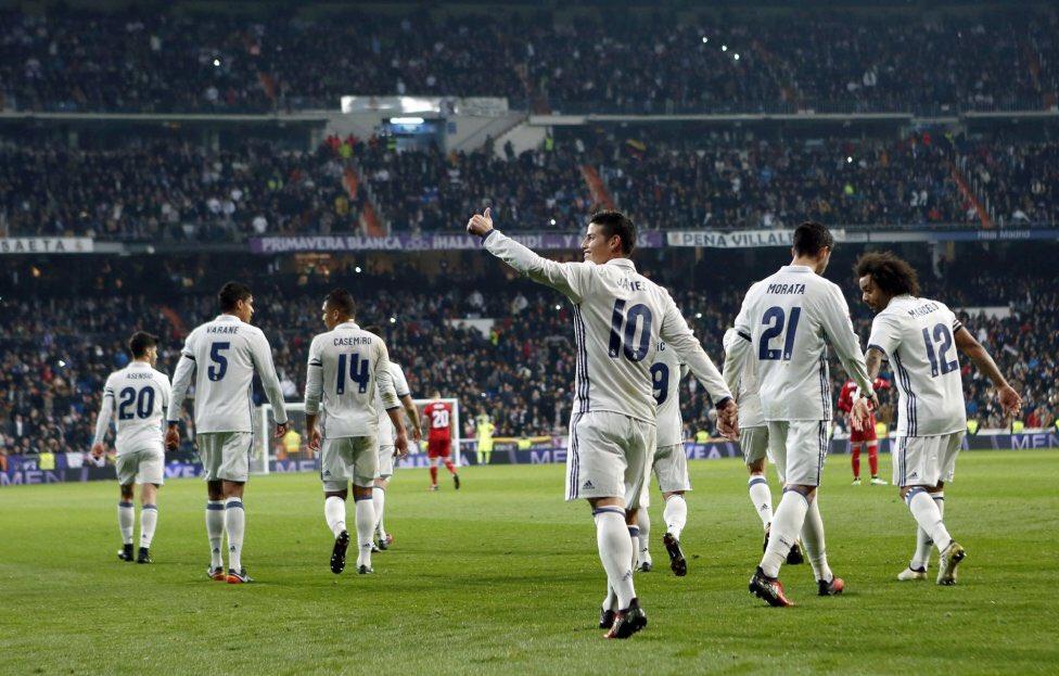 ريال مدريد يحتفل بالفوز على اشبيلية