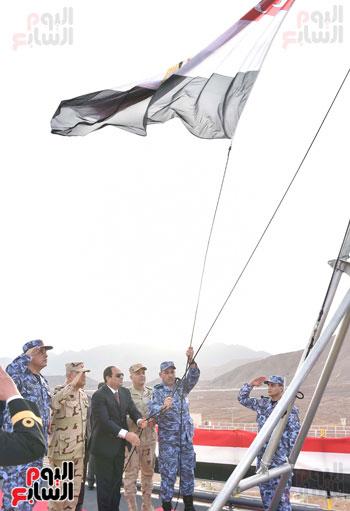 العلم المصرى يرفرف فوق الميسترال