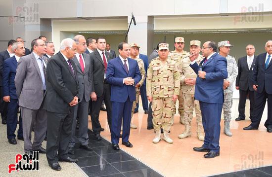 الرئيس وكبار رجال الدولة يستمعون لمراحل تطوير ميناء سفاجا