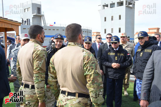 حوار باسم بين القائد الأعلى للقوات المسلحة وضباط البحرية