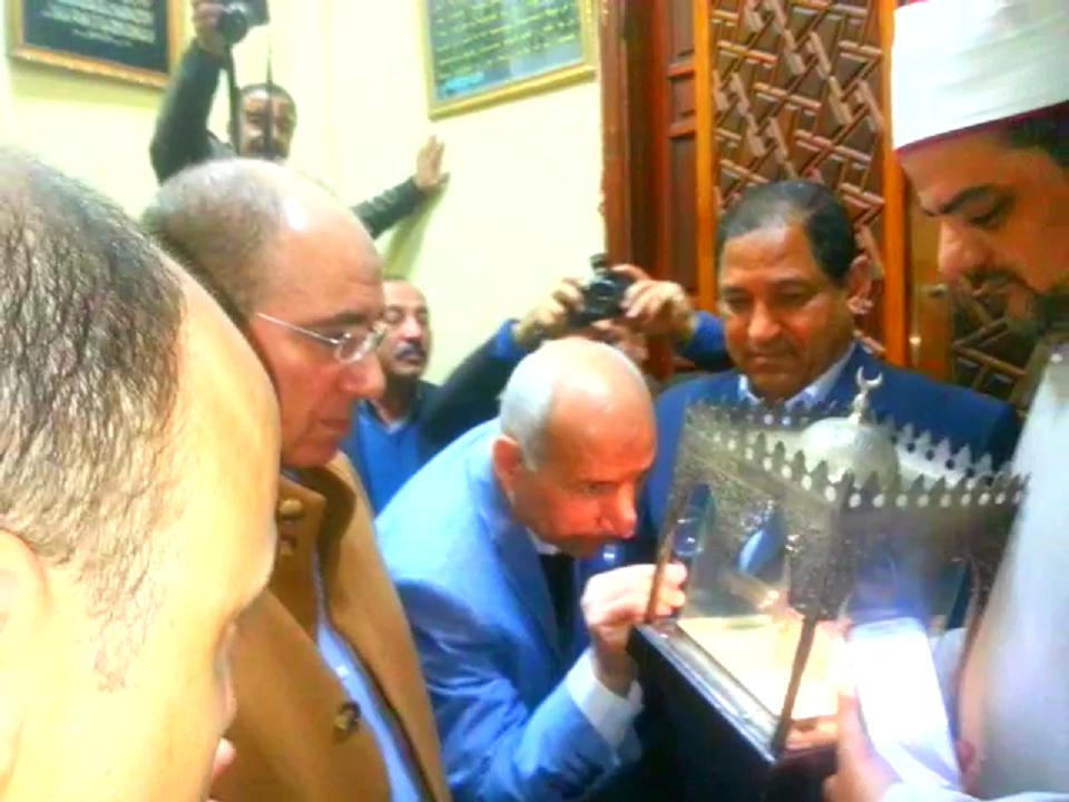 مساعد وزير الداخلية لوسط الدلتا يشاهد شعرة الرسول