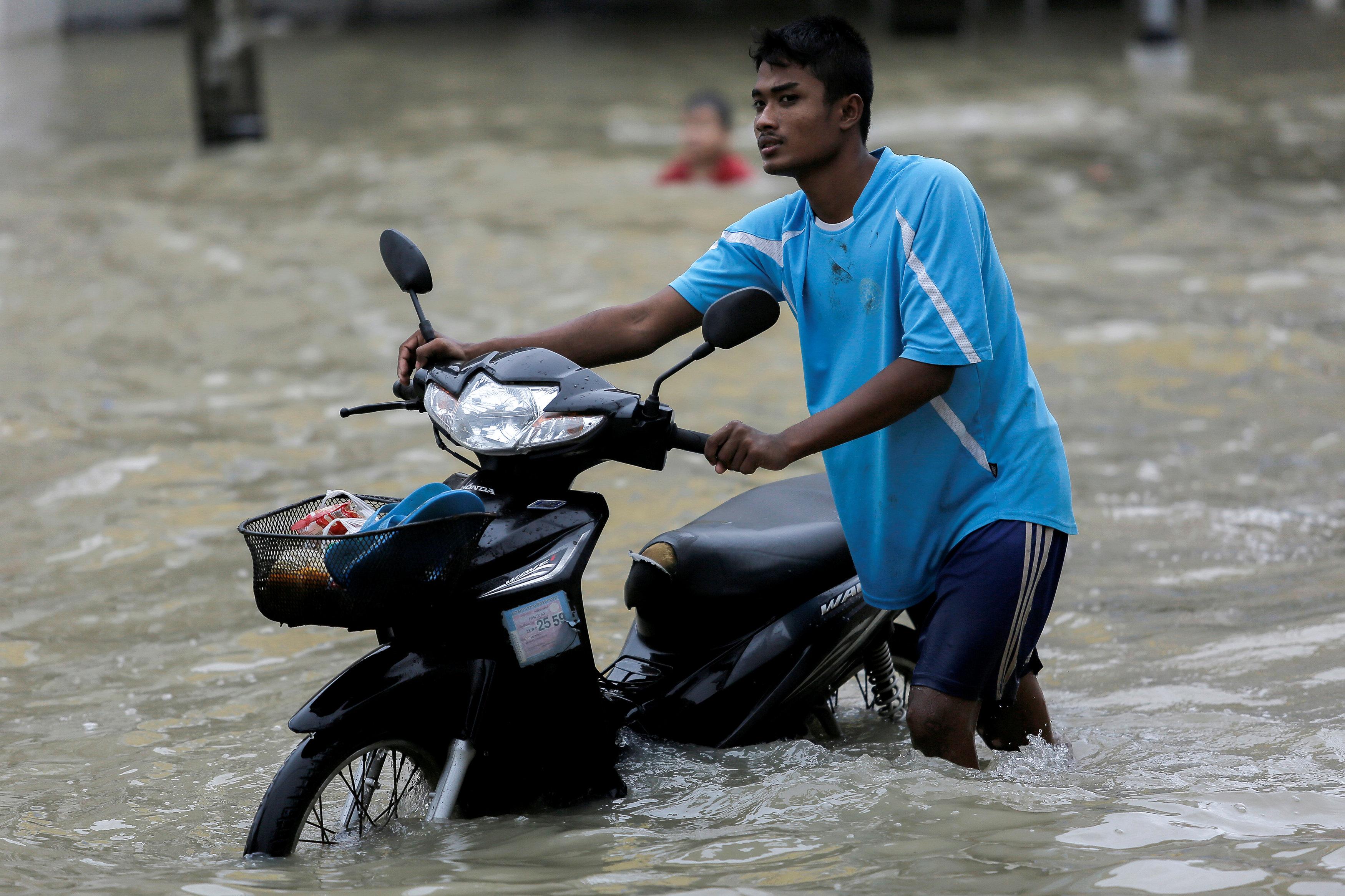الفياضانات تغرق شوارع تايلاند