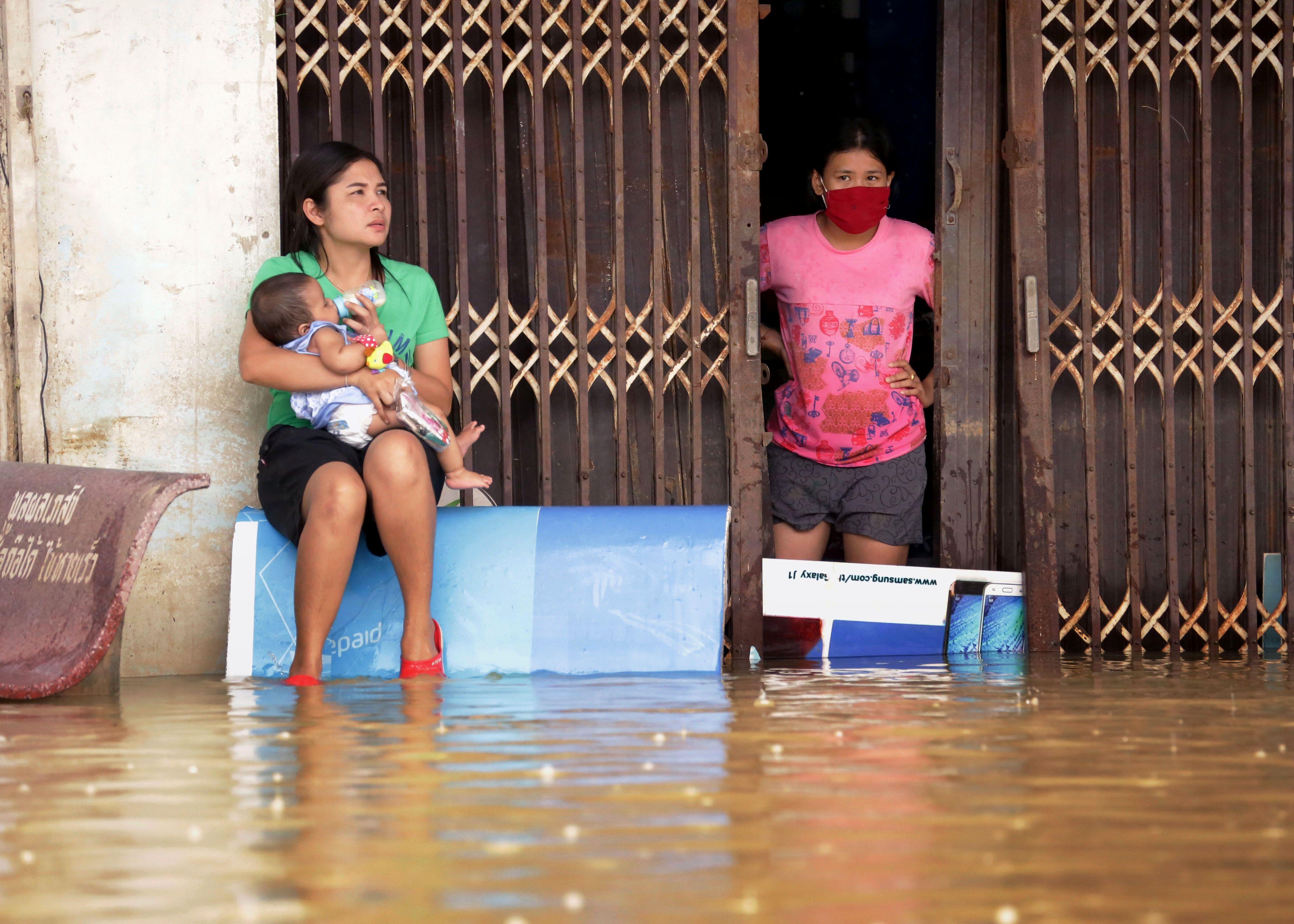 فيضانات مياه الأمطار تجتاح شواع تايلاند