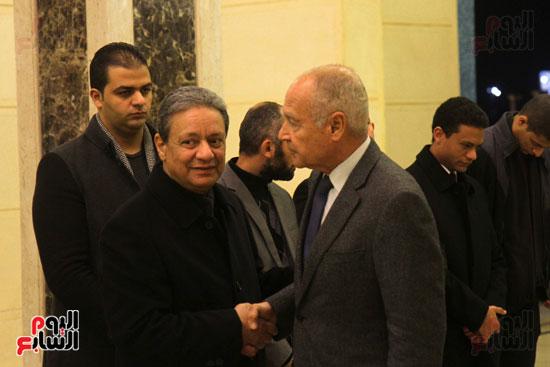 الكاتب الصحفى كرم جبر و أحمد أبو الغيط خلال العزاء