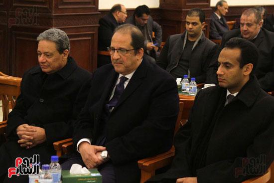 اللواء عباس كامل و الكاتب الصحفى كرم جبر خلال العزاء
