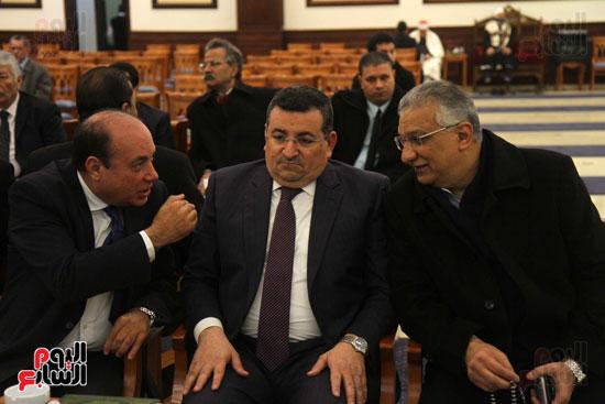 الدكتور أحمد زكى بدر و أسامة هيكل خلال العزاء