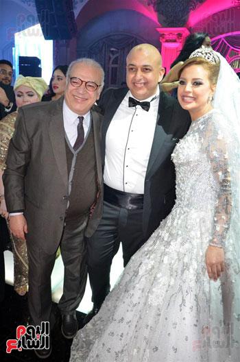 صلاح عبدالله والعروسين