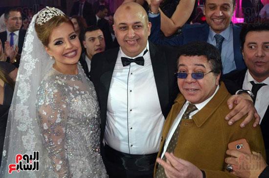 احمد آدم والعروسين