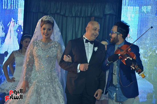 احمد عصام والعروسين