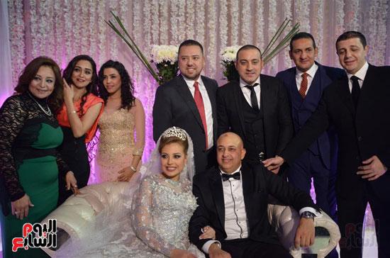 دياب والعروسين والأصدقاء