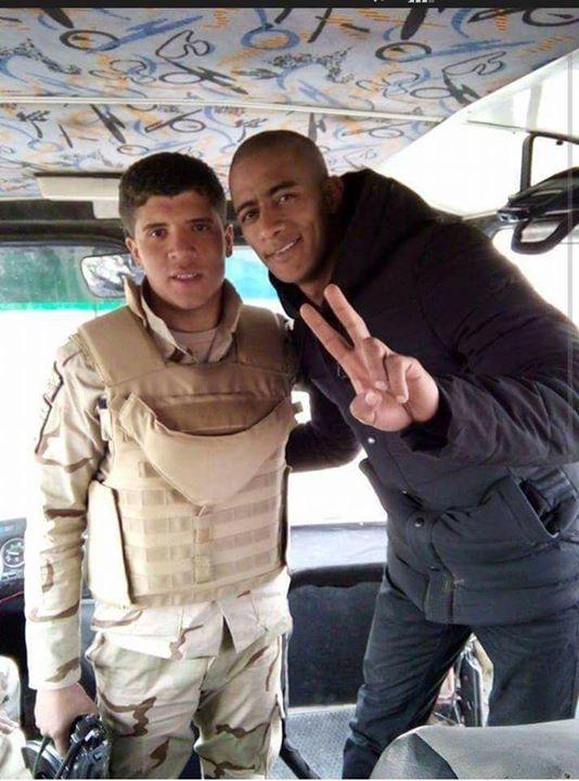 محمد رمضان مع أحد المجندين