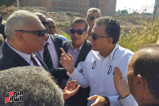 صور وزير-النقل-يتفقد-المكان-المخصص-لإقامة-مشروع-كوبرى-ابوتيج---ساحل-سليم-(3)