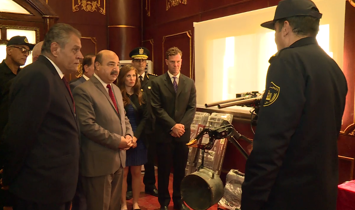 مساعدو وزير الداخلية والأجانب يستمعون لشرح ضباط المفرقعات