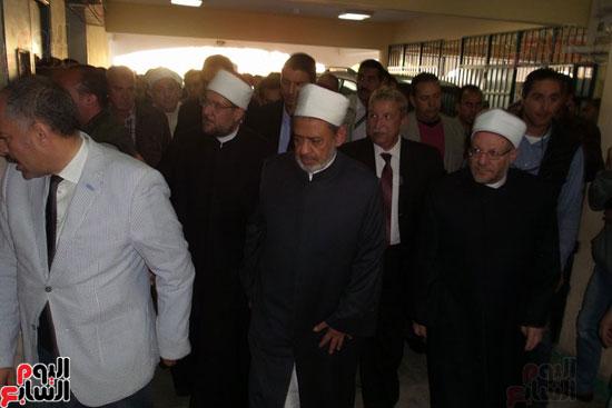 تفقد شيخ الازهر ووزير الاوقاف ومفتى الجمهورية للمصابين