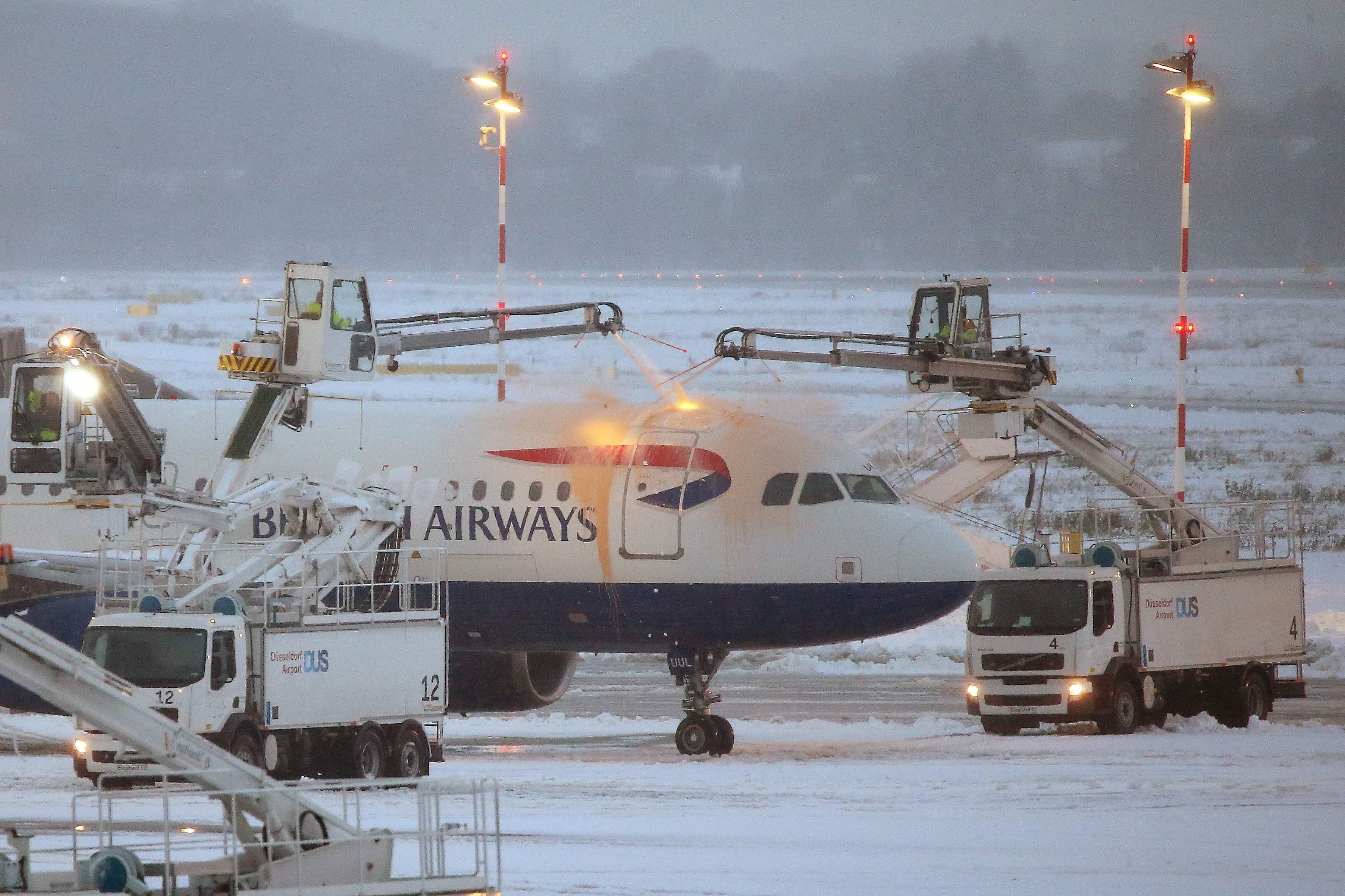 الثلوج الكثيفة تعرقل حركة النقل والسير فى أوروبا 1081771-الثلوج-في-مط