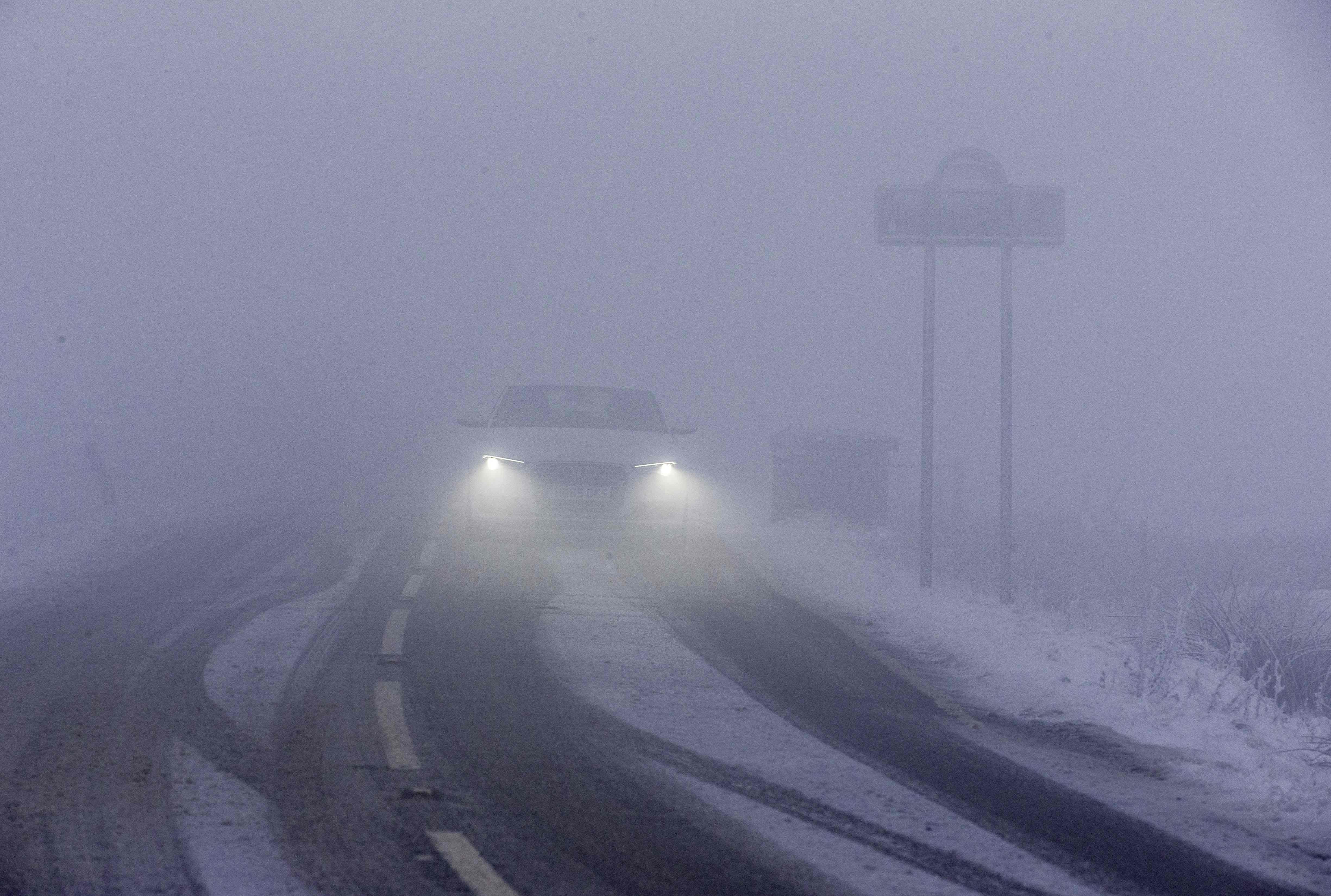الثلوج الكثيفة تعرقل حركة النقل والسير فى أوروبا 1104181-ضباب-وثلوج-ف