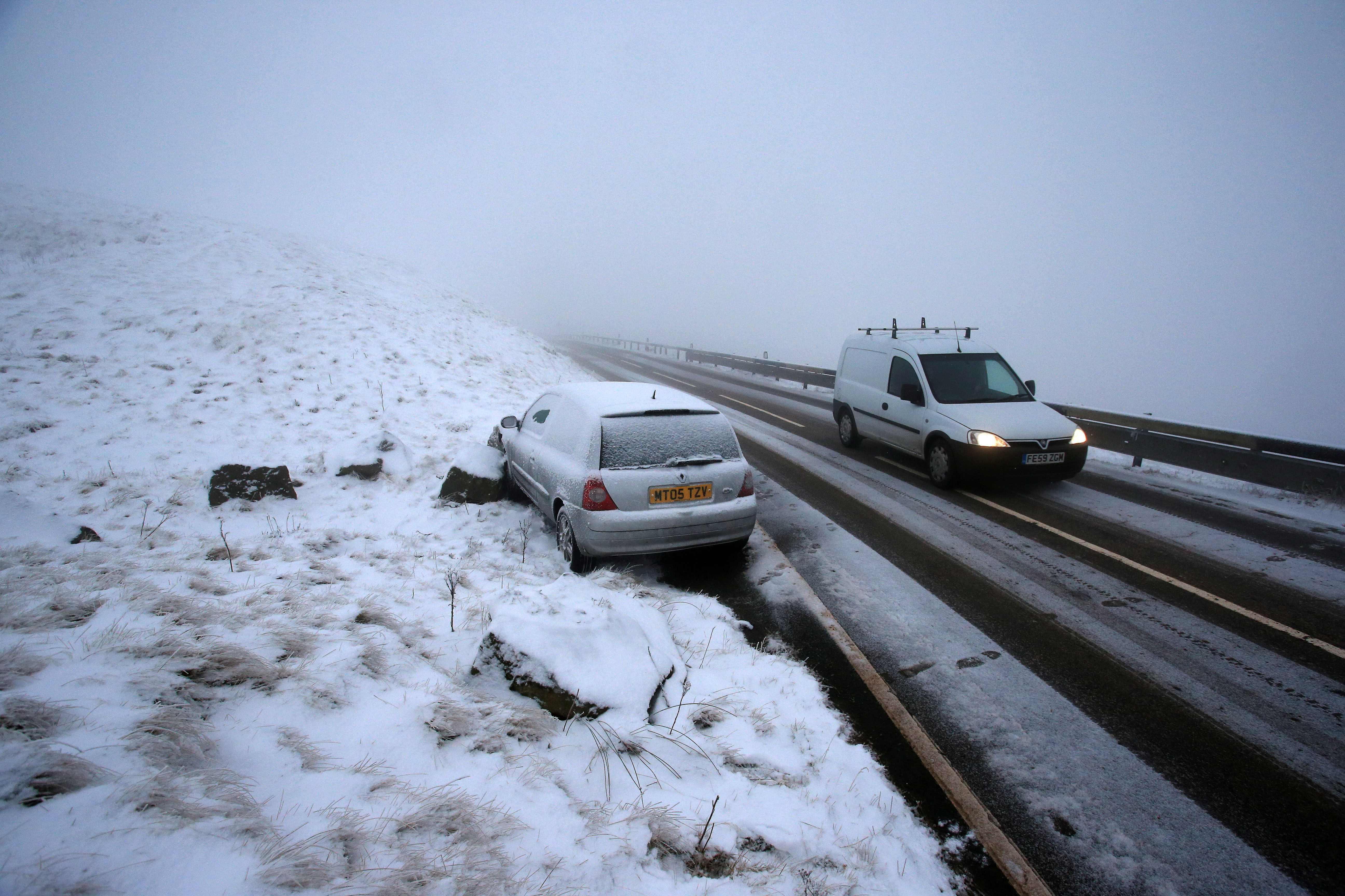 الثلوج الكثيفة تعرقل حركة النقل والسير فى أوروبا 1455029-الثلوج-في-ال