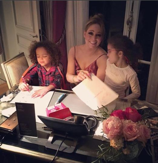ماريا كاري مع طفليها