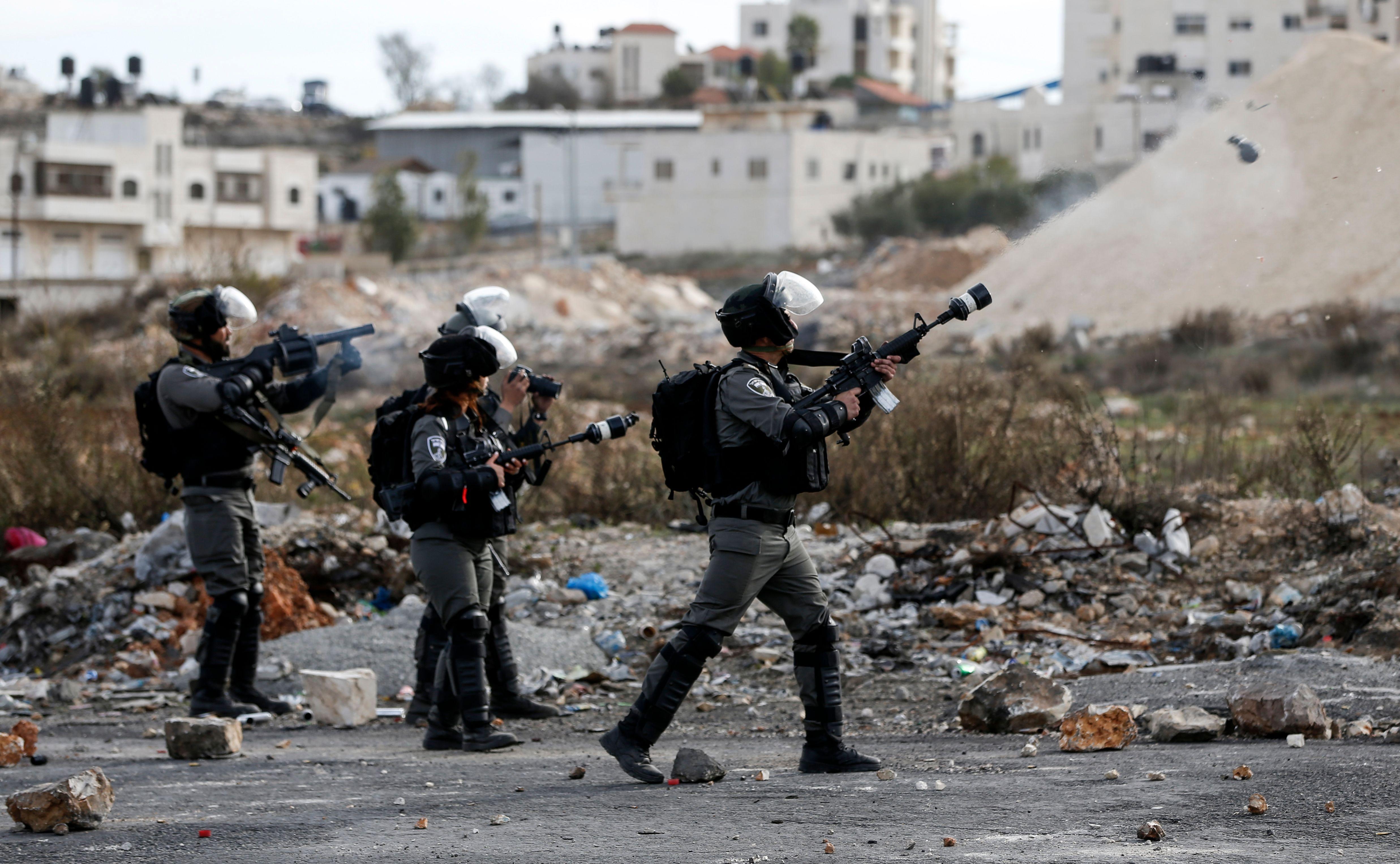 اعتداء قوات الاحتلال على المحتجين