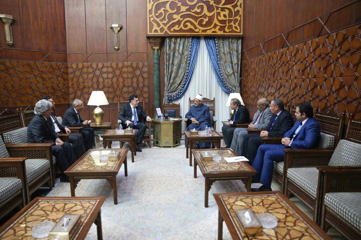 شيخ الازهر خلال لقائه رئيس حكومة الوفاق الليبية