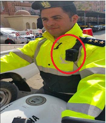كاميرات بالزي الشرطى
