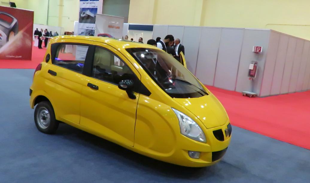 """مهندس مصرى يتوصل لعلاج مشكلة التوك توك ويقدم السيارة """"المايسترو"""" منخفضة التكاليف 1199904-السيارة-الما"""