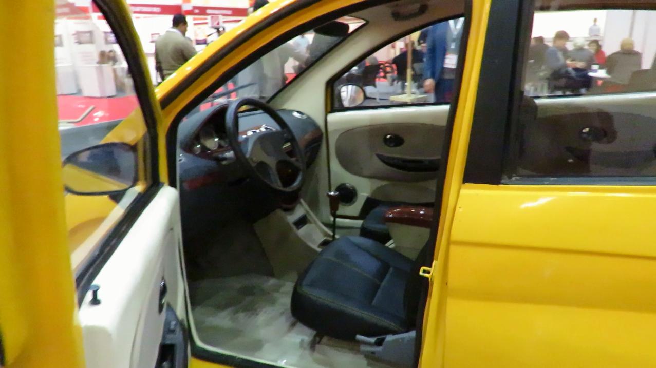 """مهندس مصرى يتوصل لعلاج مشكلة التوك توك ويقدم السيارة """"المايسترو"""" منخفضة التكاليف 2247726-المايسترو-من"""