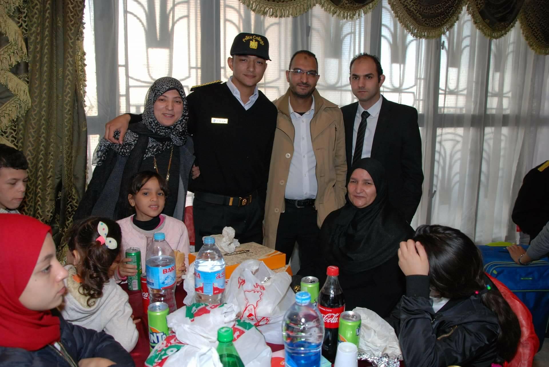 6 بعض من أفراد أسرة الشهيد الرائد محمد عبد اللطيف خفاجى