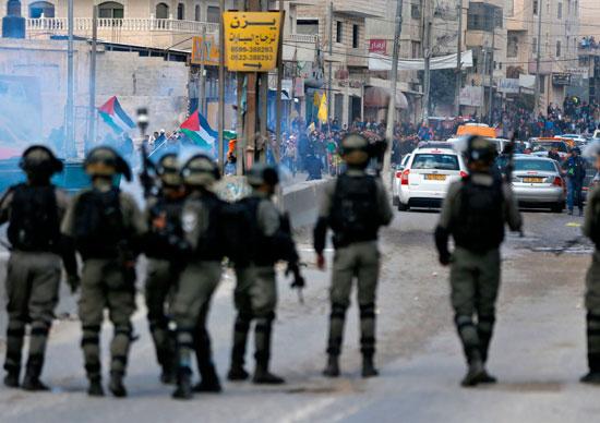 جندى إسرائيلى يطلق النار على متظاهرين فى القدس