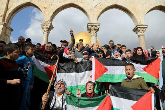 فلسطينيون يتوافدون على الأقصى لأداء صلاة الجمعة
