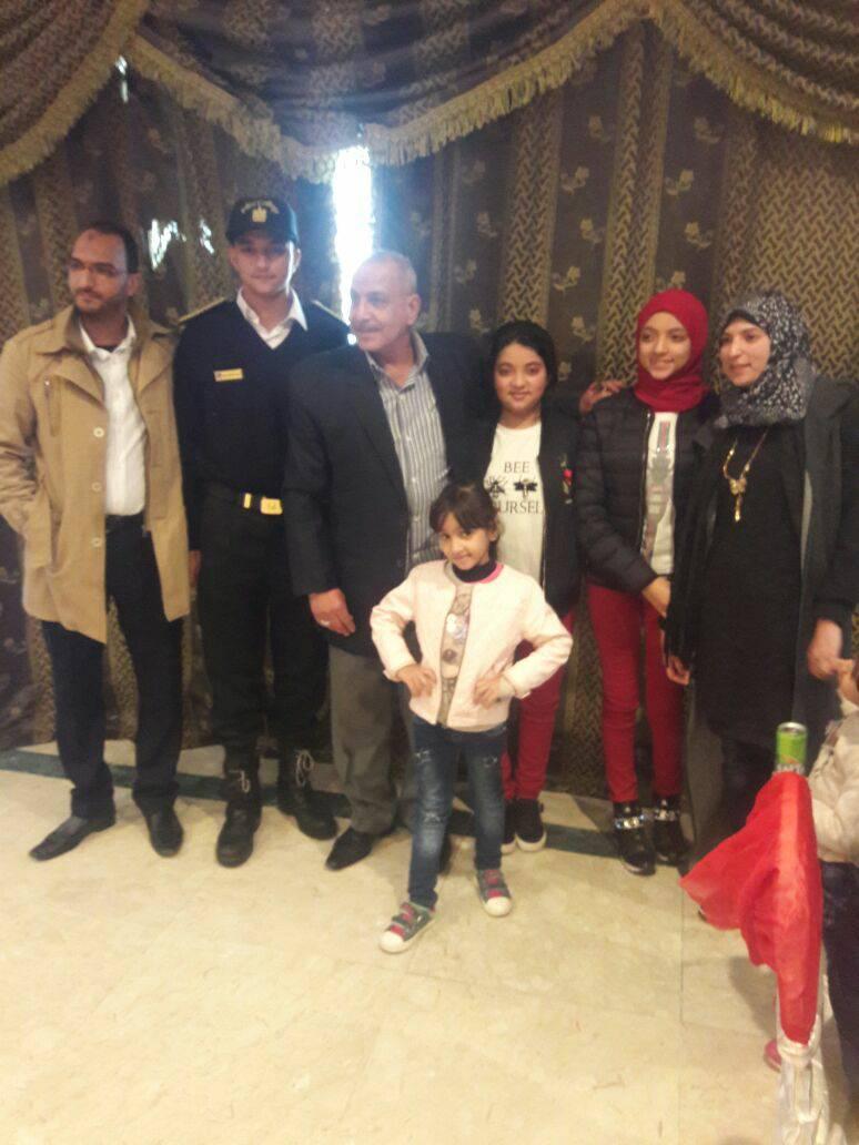 10 بعض من أفراد أسرة الشهيد الرائد محمد عبد اللطيف خفاجى