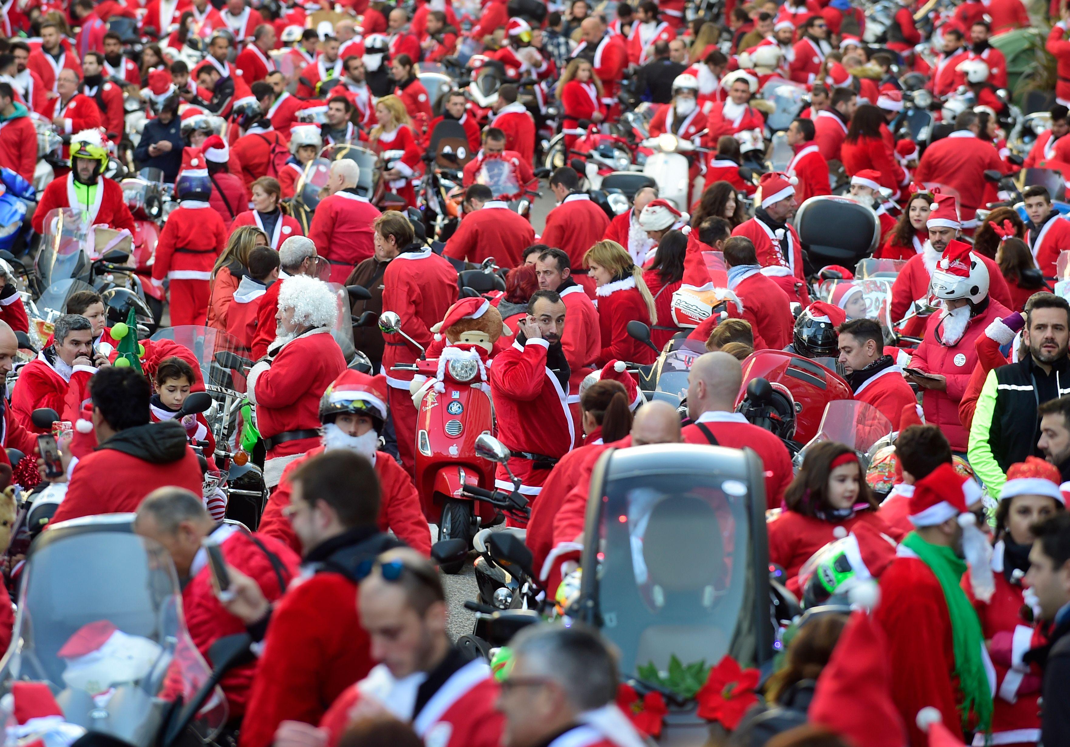 زى بابا نويل فى الاحتفال